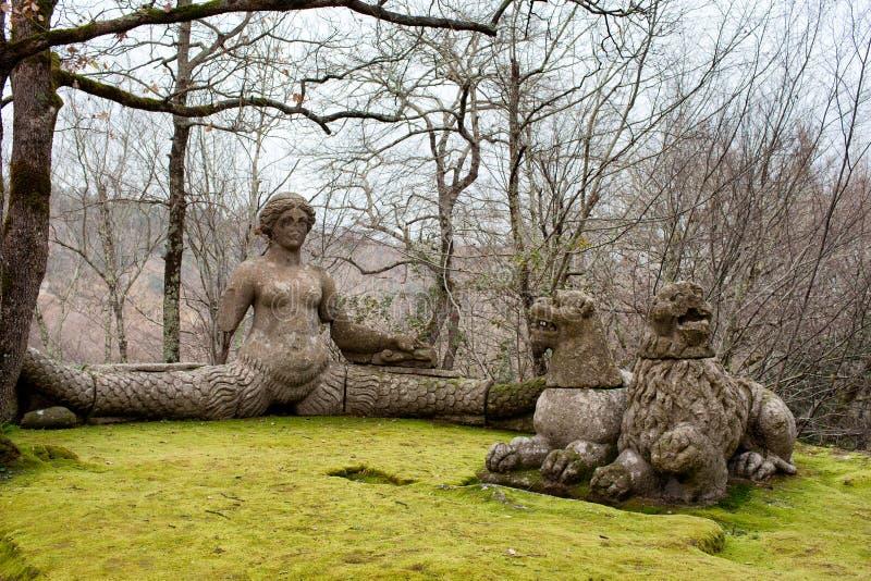 Echidna und die Löwen heiliges hölzernes Bomarzo Italien stockbild