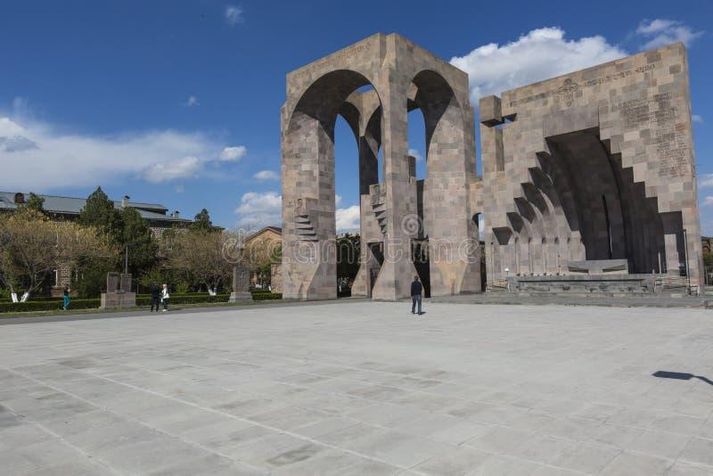 ECHMIADZIN, ARMENIË - MEI 02, 2016: Etchmiadzinklooster comple royalty-vrije stock fotografie