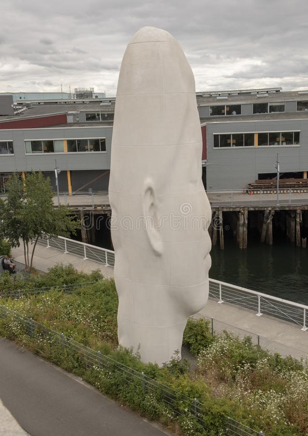 ` Echo ` door Jaume Plensa, Olympisch Sculptue-Park, Seattle, Washington, Verenigde Staten stock afbeeldingen