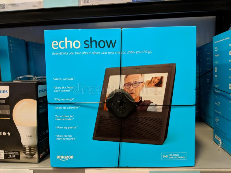 Echo Show e Phillips Hue e sull'affare dell'esposizione nel migliore dei casi immagine stock libera da diritti