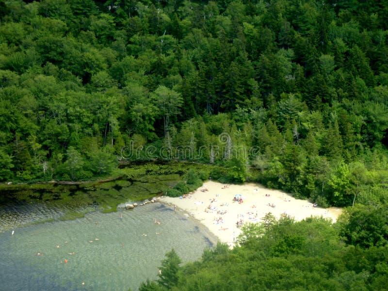 Echowa jezioro plaża w Acadia parku narodowym, Maine obrazy royalty free