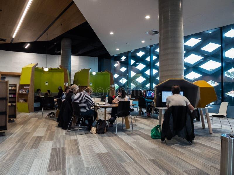 Echte Bibliotheek, het Leren en Cultureel Centrum in Ringwood in de oostelijke voorsteden van Melbourne royalty-vrije stock foto