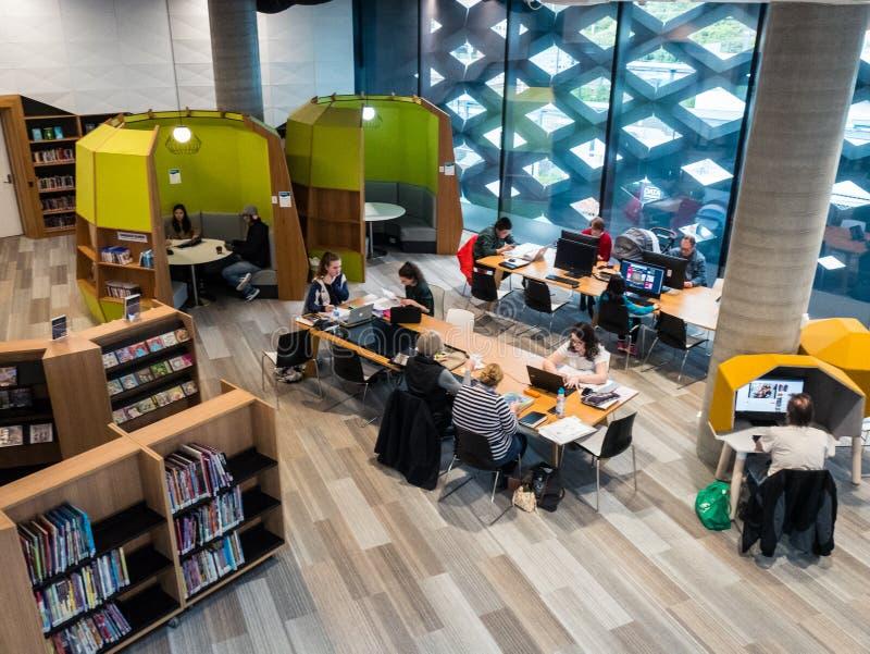 Echte Bibliotheek, het Leren en Cultureel Centrum in Ringwood in de oostelijke voorsteden van Melbourne royalty-vrije stock foto's