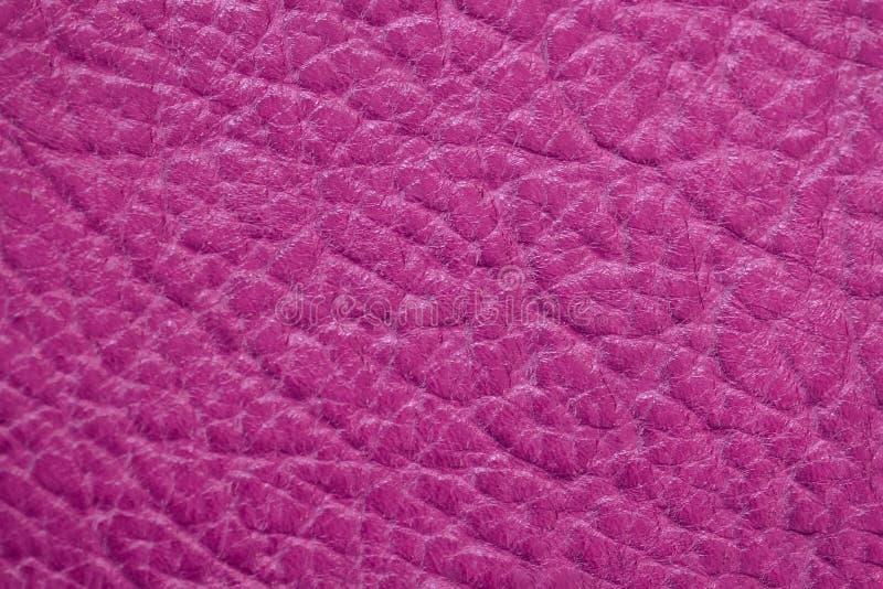 Echte leertextuur, heldere roze, karmozijnrode kleur, steenoppervlakte, in achtergrond De moderne banner van het achtergrondpatro royalty-vrije stock afbeeldingen