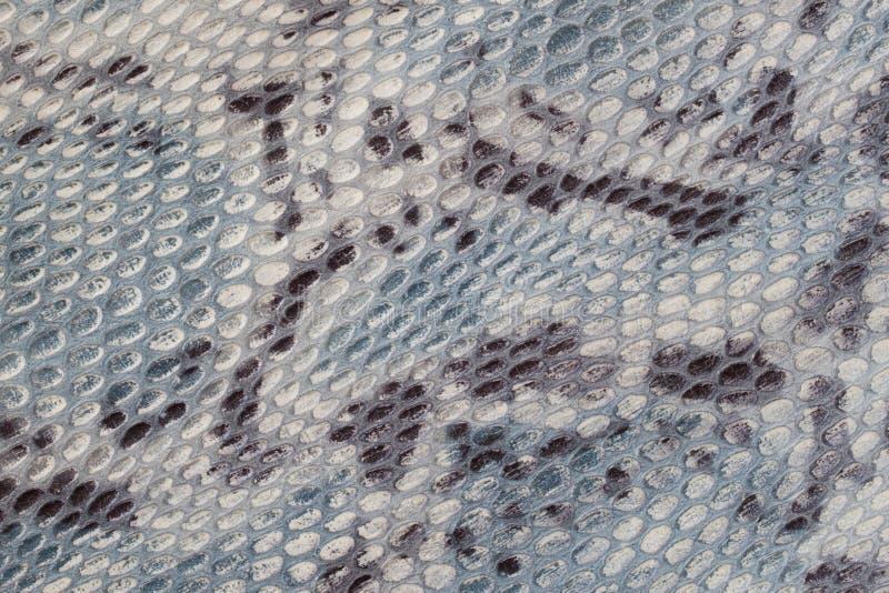 Echte leertextuur met imitatie van exotisch reptiel met met een interessant patroon, Ideaal voor kleding en zakken stock foto's