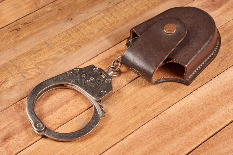 Echte politiehandcuffs royalty-vrije stock foto