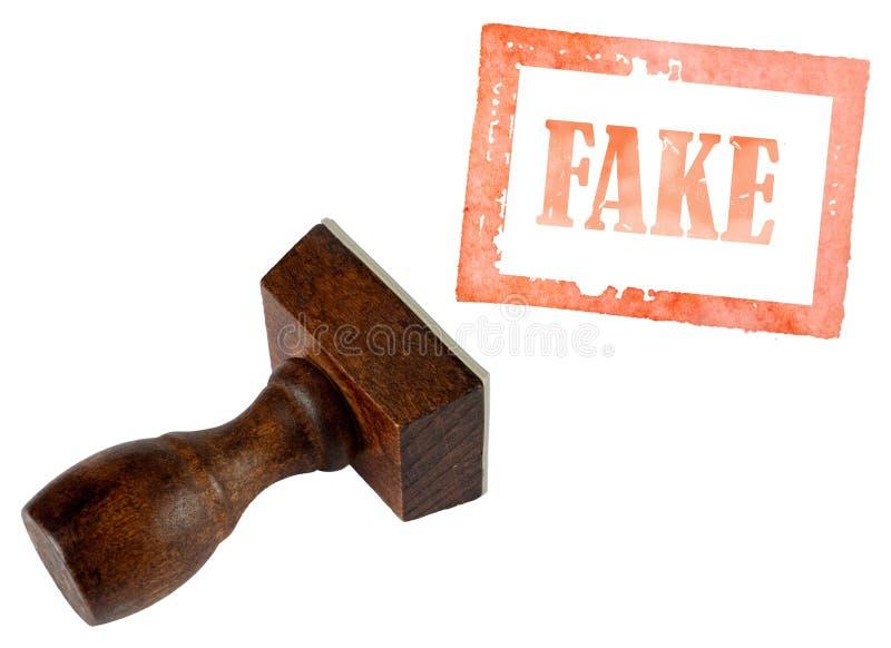 Echte valse, rubberdiezegel op wit wordt geïsoleerd Industrie, politiek of handels ethisch concept stock foto's