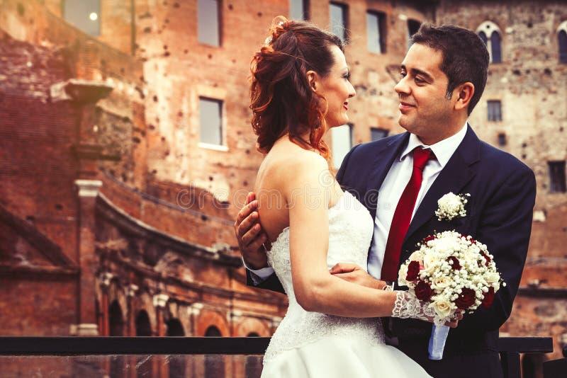Echtgenoot en vrouw Paarhuwelijk newlyweds royalty-vrije stock foto