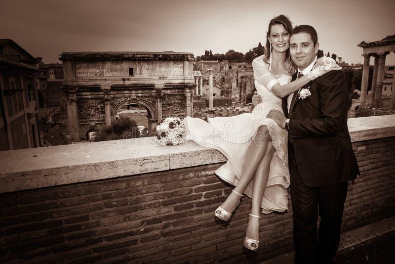 Echtgenoot en vrouw Paarhuwelijk newlyweds royalty-vrije stock afbeeldingen