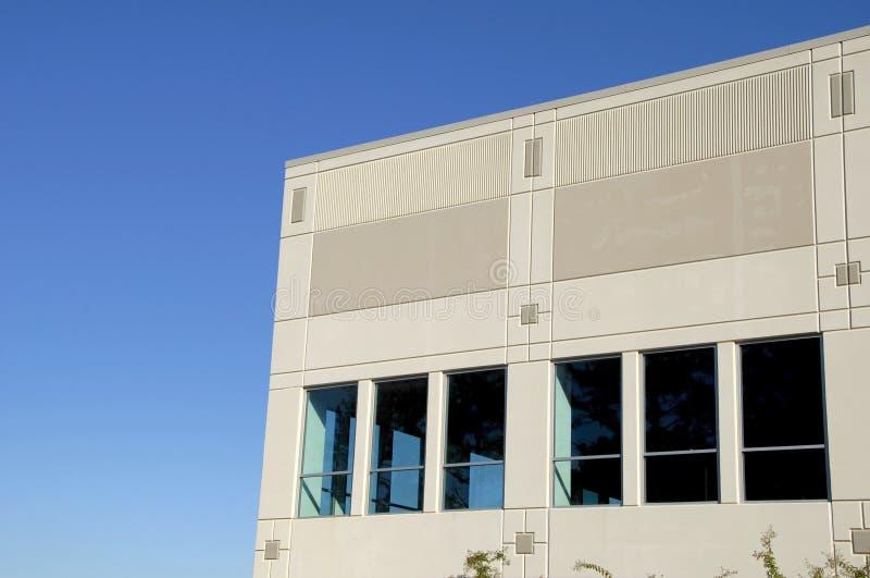 Eckbüro mit einer Ansicht lizenzfreie stockfotos