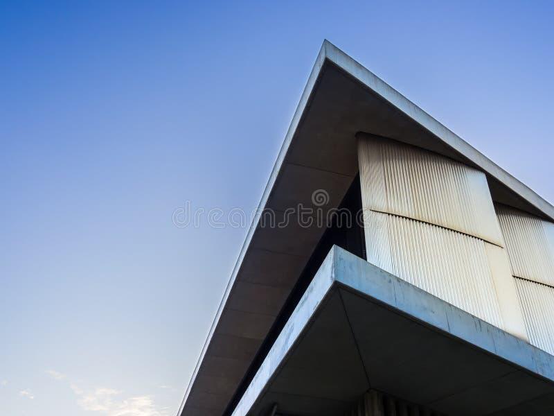 Ecke des modernen Gebäudes des Akropolismuseums in Athen, Griechenland lizenzfreie stockfotografie