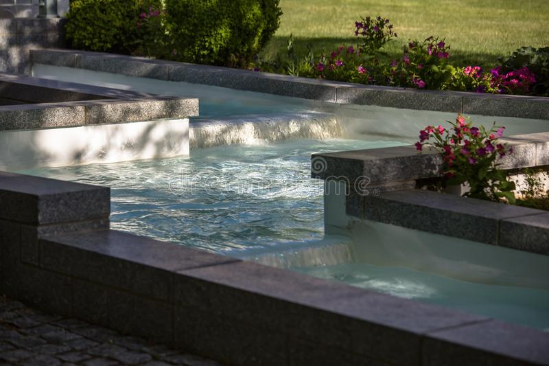 Eckig schaltet klares Brunnen Tempel-Quadrat ein lizenzfreies stockbild