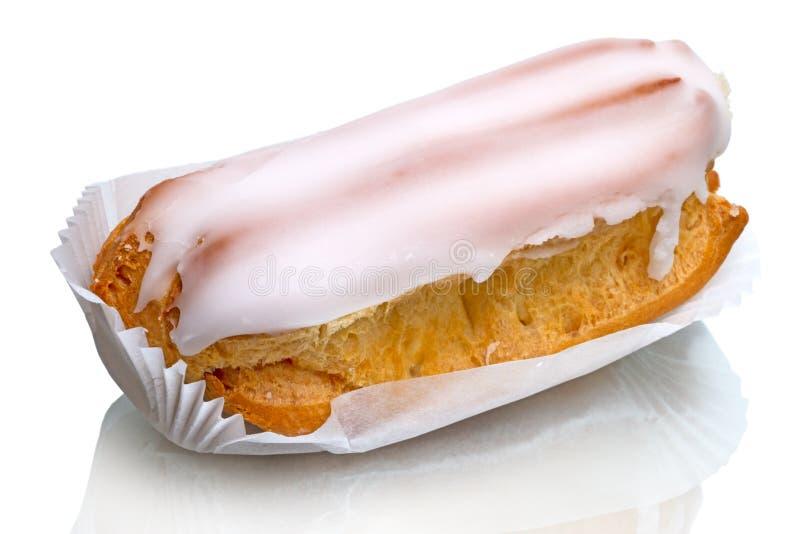 Eclair cake op wit royalty-vrije stock foto
