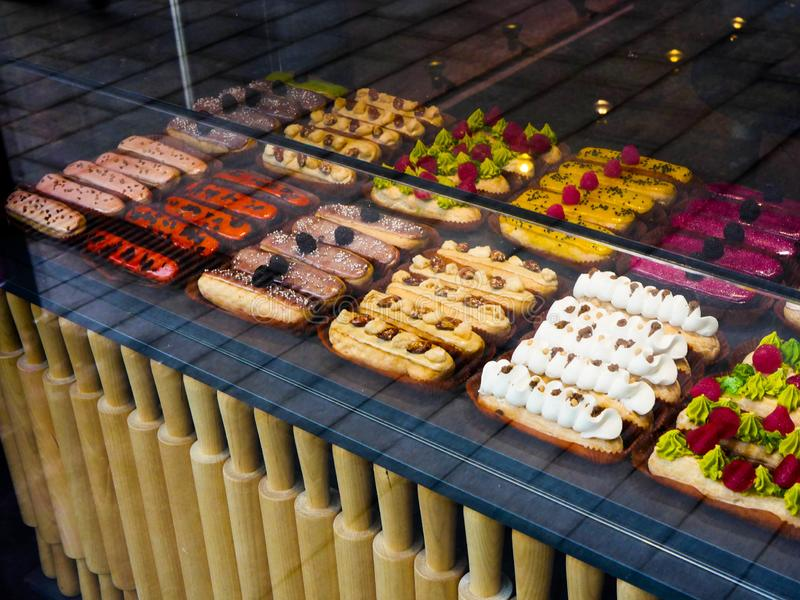 Eclairs multicolores foto de archivo libre de regalías