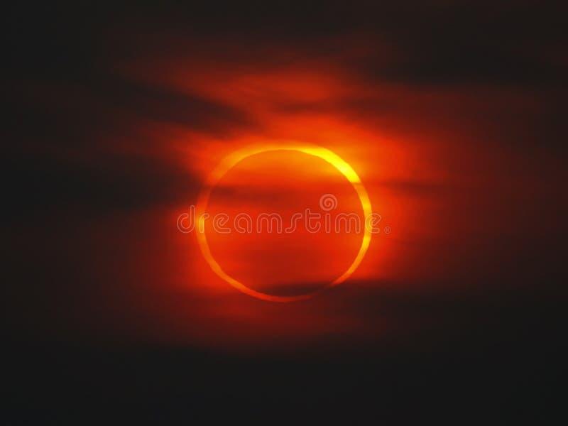 Eclipse do anel perto do por do sol foto de stock royalty free