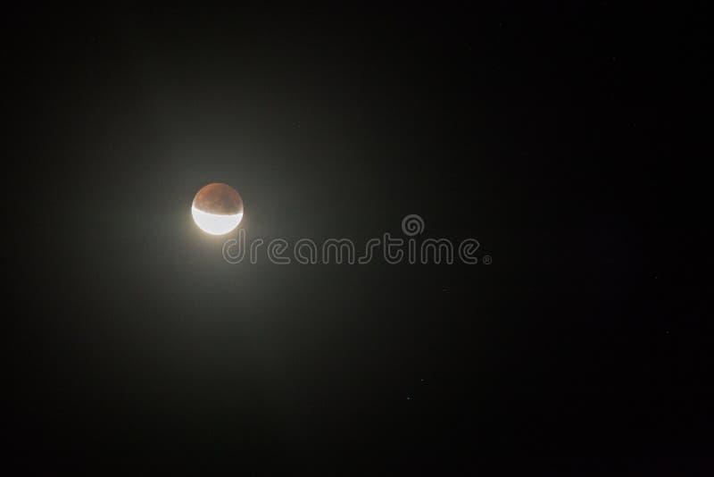 Eclipse lunar parcial, Breaza, Rumania, el 17 de julio de 2019 fotografía de archivo libre de regalías