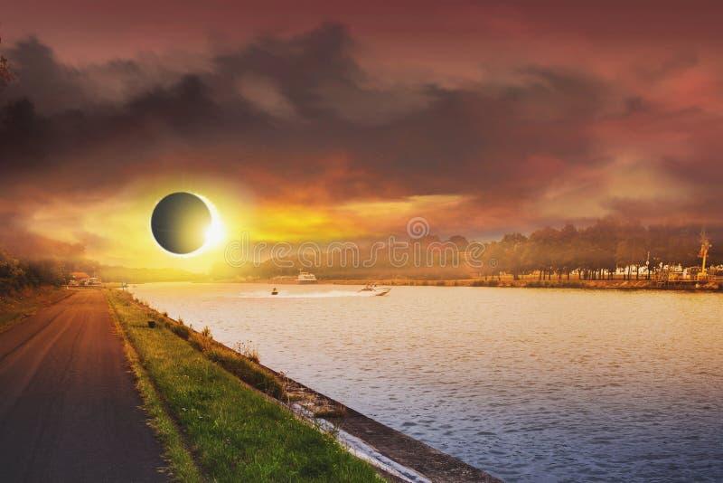 Eclipse solar do espaço Sistema solar, alargamento solar, eclipse total fotos de stock