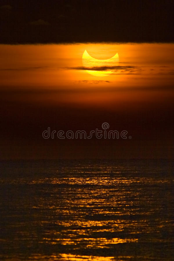 Eclipse solar parcial foto de stock
