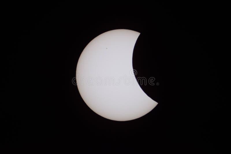 Eclipse solar parcial o 20 de março de 2015 em Moscou foto de stock