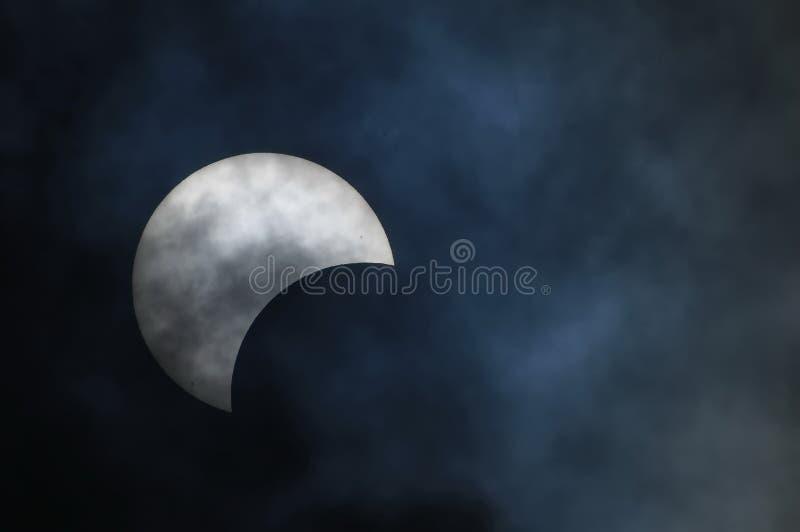 Eclissi solare parziale fotografia stock libera da diritti