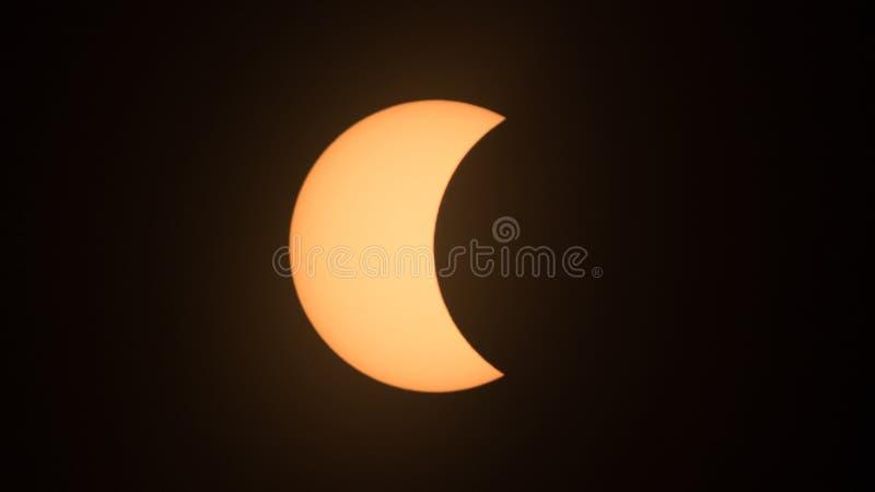 Eclissi solare parziale nel 2017 immagini stock