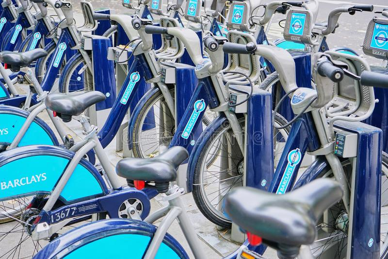 Eco友好的自行车出租集中处在伦敦中部 库存照片
