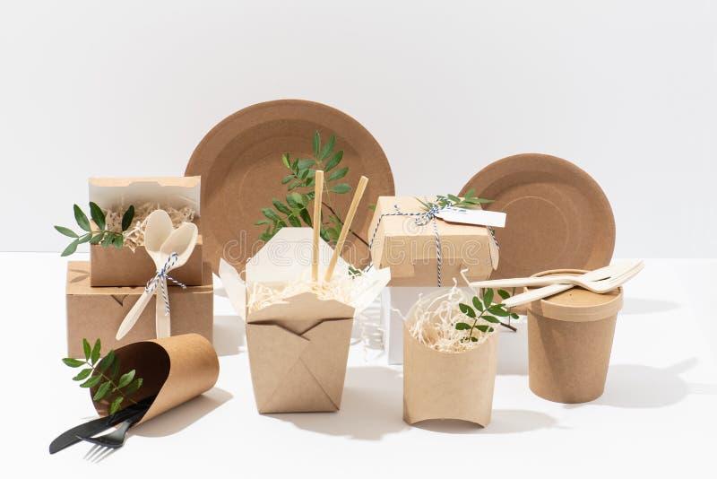 Eco ?yczliwy, rozporz?dzalny, recyclable tableware, Pude?ka, garnki i cutlery, zdjęcia royalty free