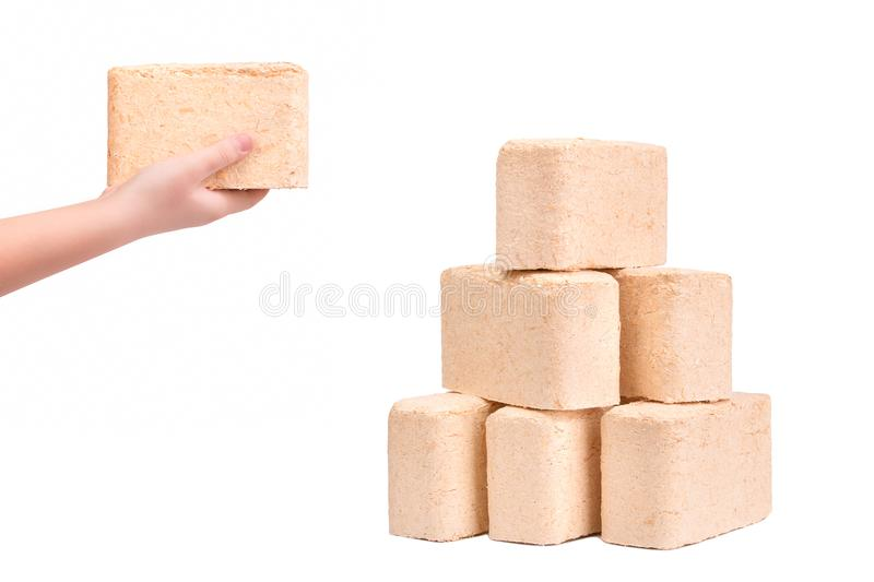 Eco-Brennholz auf weißem Hintergrund Brikettbrennholz vom presse lizenzfreie stockfotos