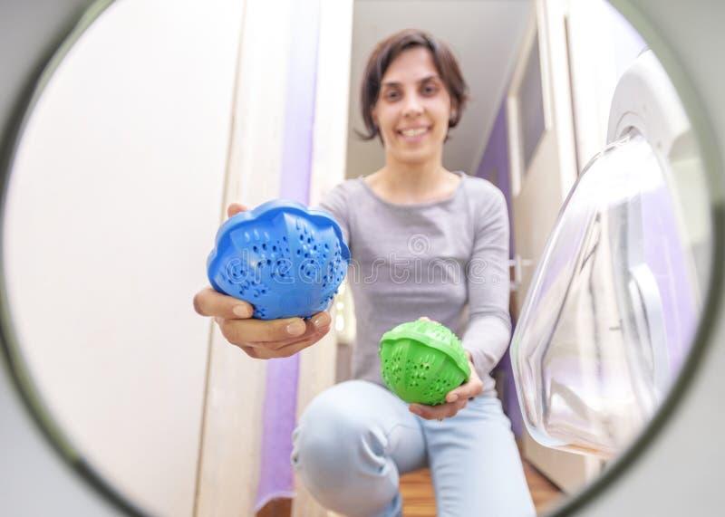 Eco del lavadero que lava esferas termopl?sticas fotografía de archivo libre de regalías