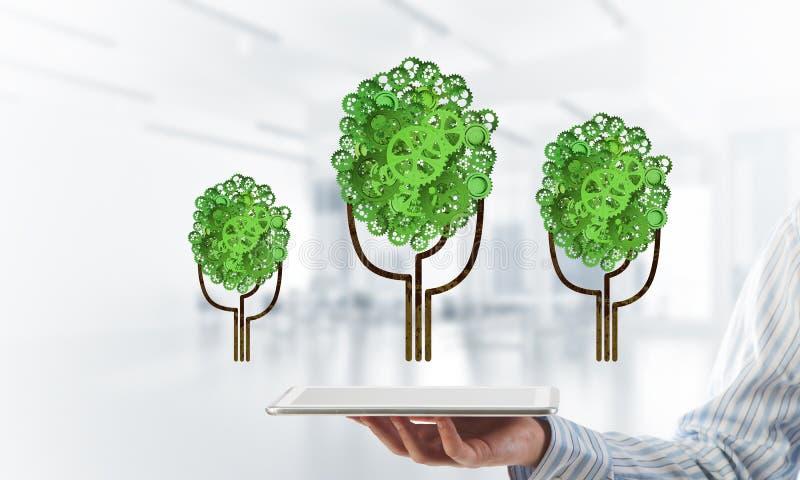 Eco esverdeia o conceito do ambiente apresentado pela árvore como o mecanismo ou o motor de trabalho fotos de stock royalty free