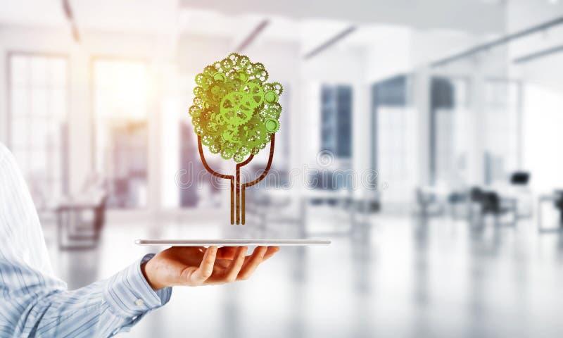 Eco esverdeia o conceito do ambiente apresentado pela árvore como o mecanismo ou o motor de trabalho fotos de stock