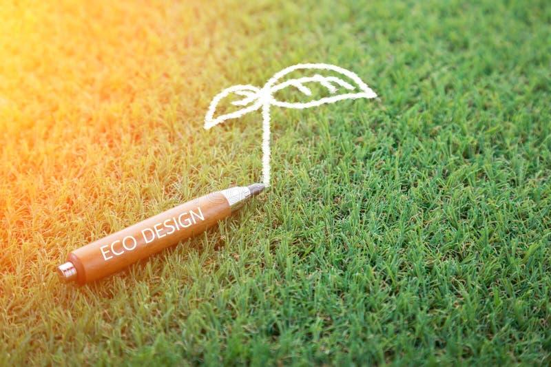 Eco-Konzept des Entwurfes mit Bleistift und Baum kritzeln stockbilder