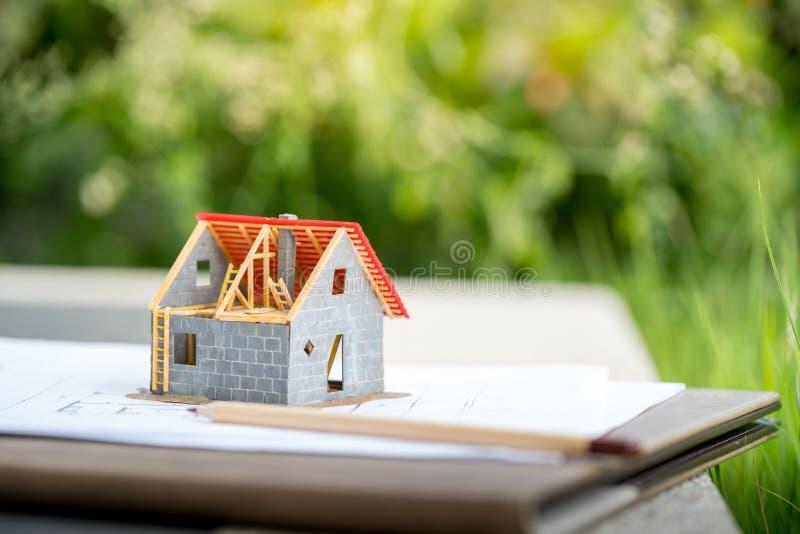Eco malutki dom & lokalowej nieruchomości pojęcie obraz royalty free