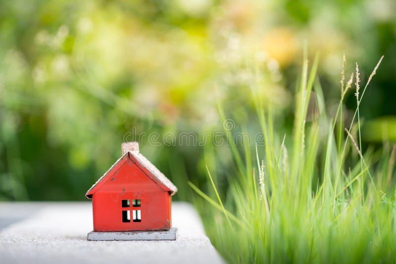 Eco malutki dom & lokalowej nieruchomości pojęcie obrazy stock