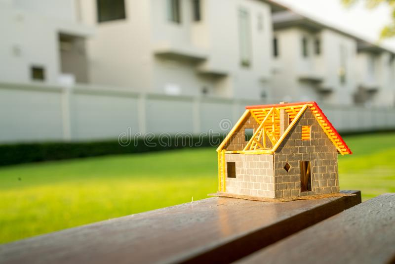 Eco malutki dom & lokalowej nieruchomości pojęcie zdjęcia stock