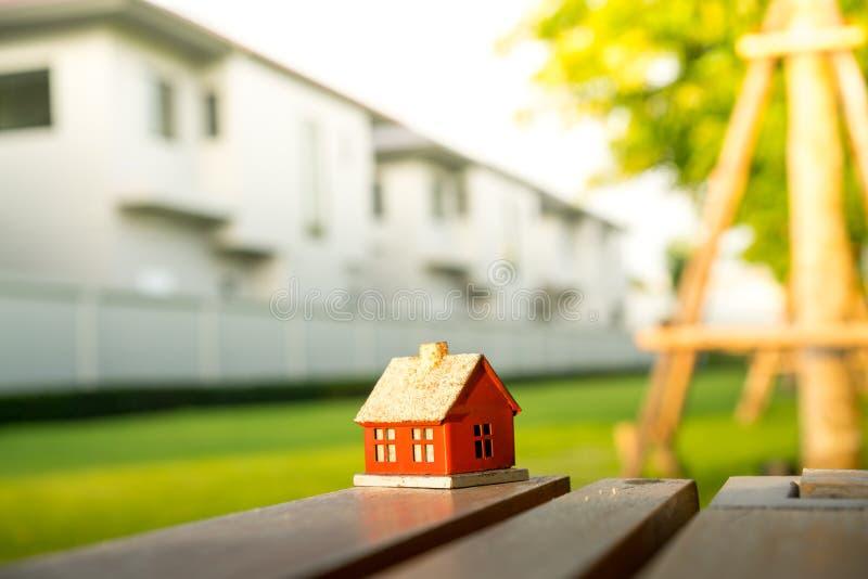 Eco malutki dom & lokalowej nieruchomości pojęcie fotografia stock