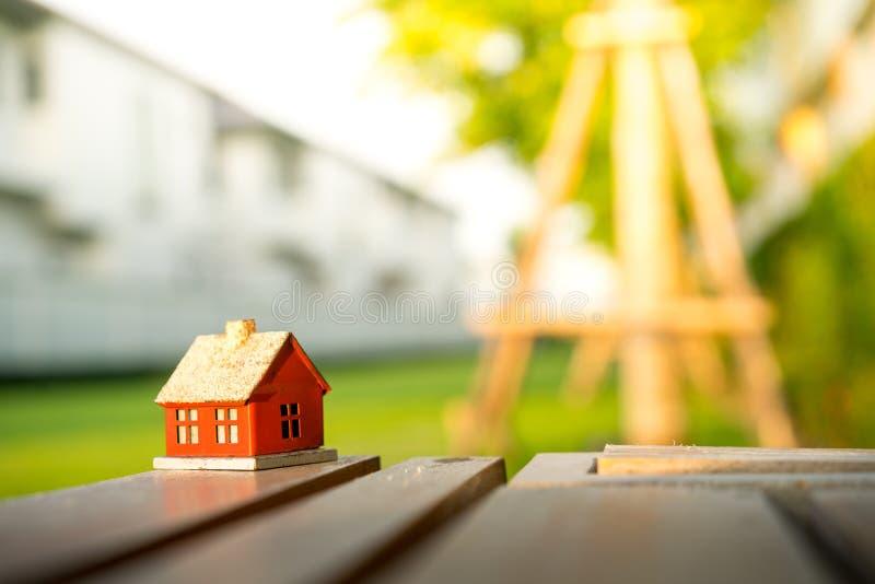 Eco malutki dom & lokalowej nieruchomości pojęcie zdjęcie royalty free