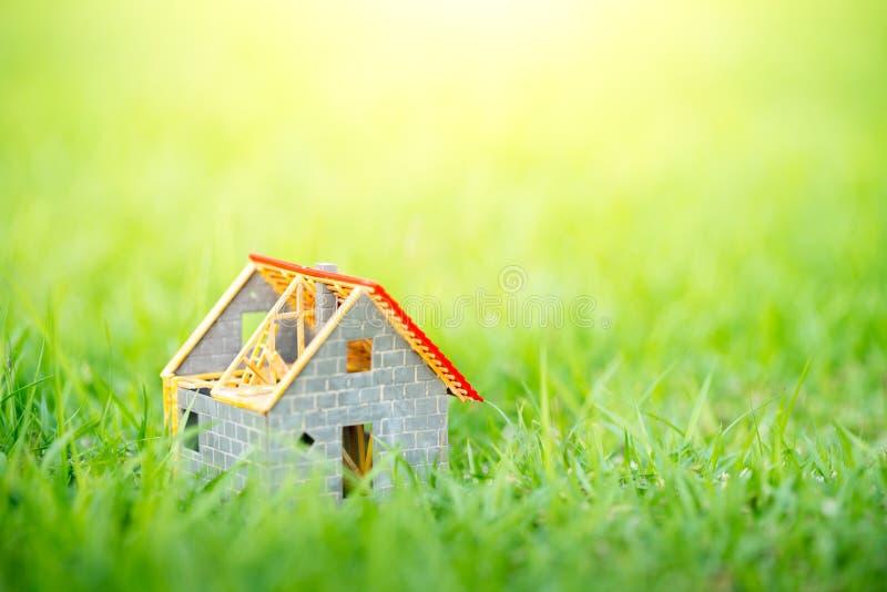 Eco malutki dom & lokalowej nieruchomości pojęcie zdjęcia royalty free