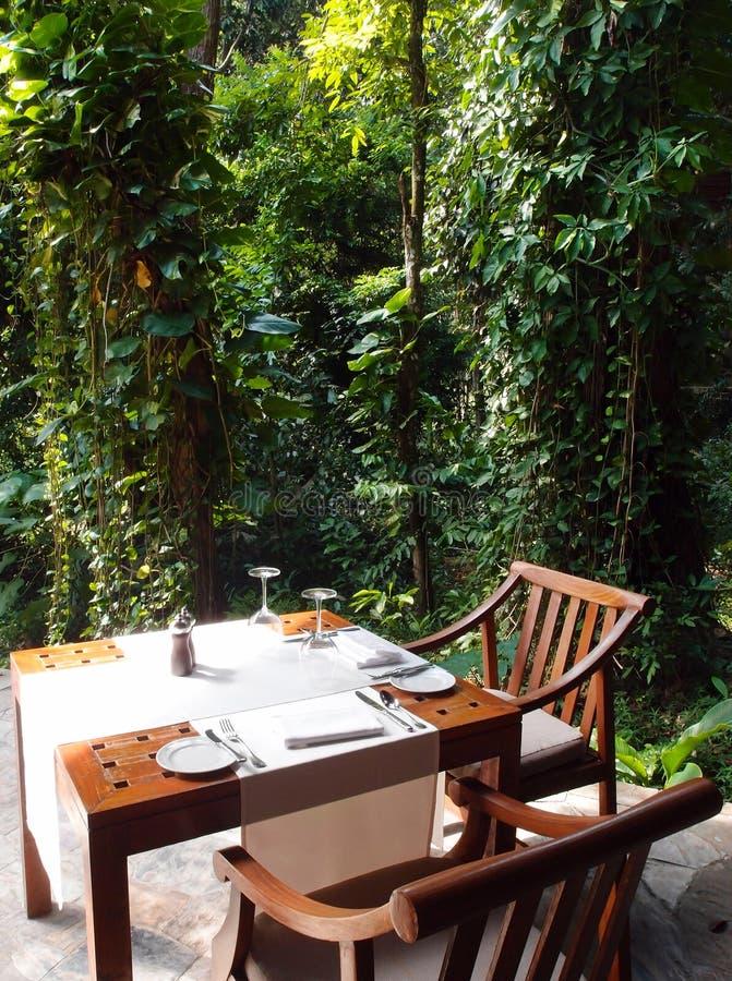 Eco turism - naturligt utomhus- äta middag område arkivfoton