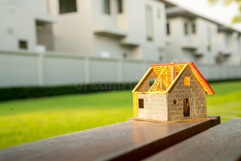 Eco uiterst klein huis & woonwijkconcept stock foto's
