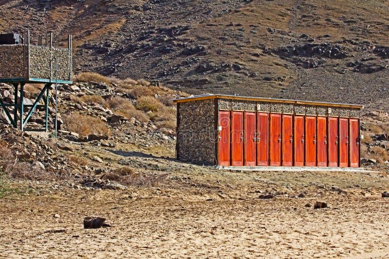 Eco vänliga duschar i Richtersveld royaltyfria foton