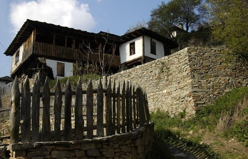 Ecodorp in de Bergen van Rodopi, Bulgarije royalty-vrije stock foto