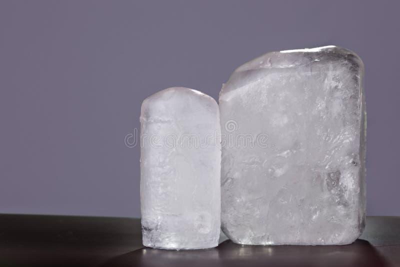 Ecologic kristall för deodorant två i grå bakgrund royaltyfri bild