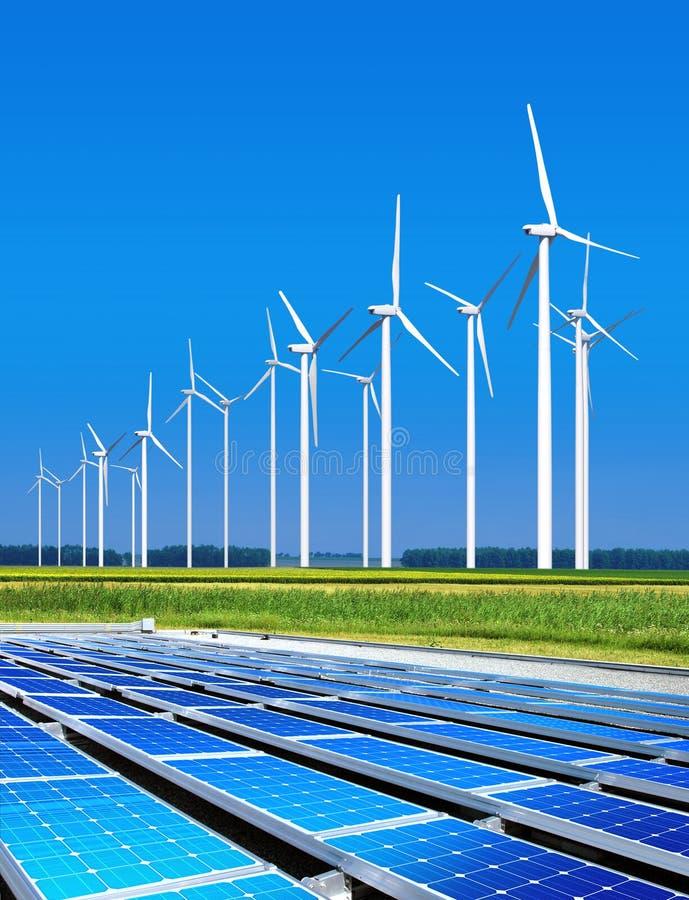 Ecologisch goedaardige zonnepanelen royalty-vrije stock afbeelding