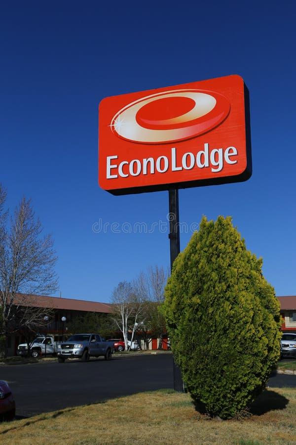 Econo-Häuschen-Außenschild und Logo stockfotos