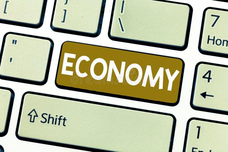 Economia do texto da escrita da palavra Conceito do negócio para a gestão da análise da informação de contabilidade dos recursos  imagem de stock