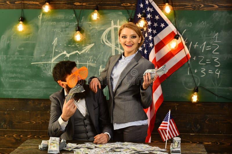 Economie en financiën Onafhankelijkheidsdag van de V.S. Amerikaanse onderwijshervorming op school in 4 juli Inkomen van begroting royalty-vrije stock afbeelding