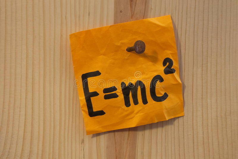 Ecuación de Einstein clavada imágenes de archivo libres de regalías