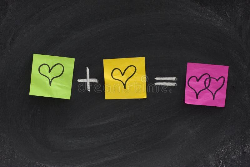 Ecuación del amor en la pizarra imagen de archivo libre de regalías