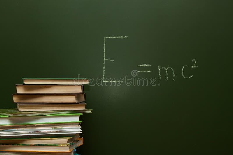 Ecuación en la pizarra imagen de archivo